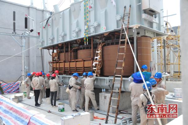 国网莆田供电公司:顺利完成220千伏渭阳变电站主变吊罩工作